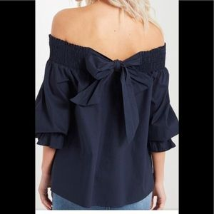 ⭐️HOST PICK⭐️NWOT Off the Shoulder Top with Bow
